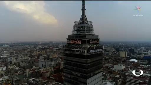 Foto: Torre Latinoamericana de la CDMX se ilumina con el mensaje 'Quédate en casa' 16 Abril 2020