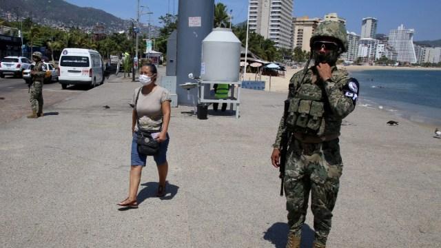 FOTO: Dispersan a 394 ciudadanos de fiestas y comercios en Acapulco, el 31 de mayo de 2020