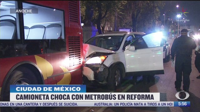 choca camioneta contra metrobus en la cdmx