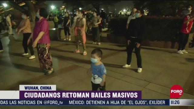 ciudadanos retoman bailes masivos en wuhan china