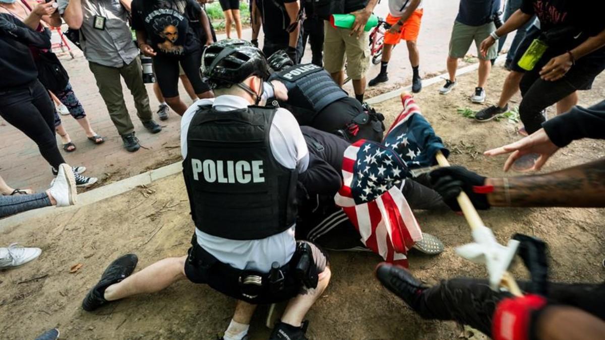 Decretan toque de queda en Minneapolis ante protestas