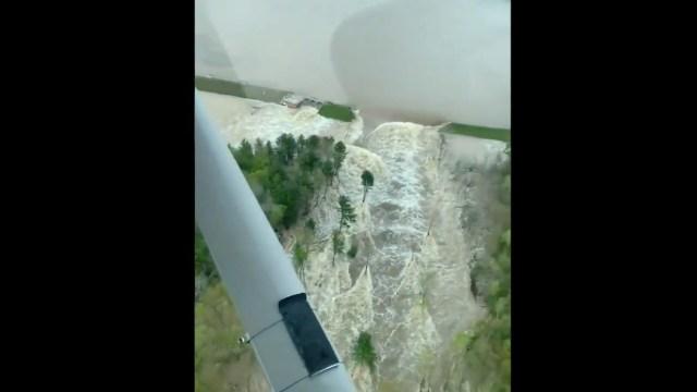 Diez mil personas son evacuadas en Michigan por rotura presa