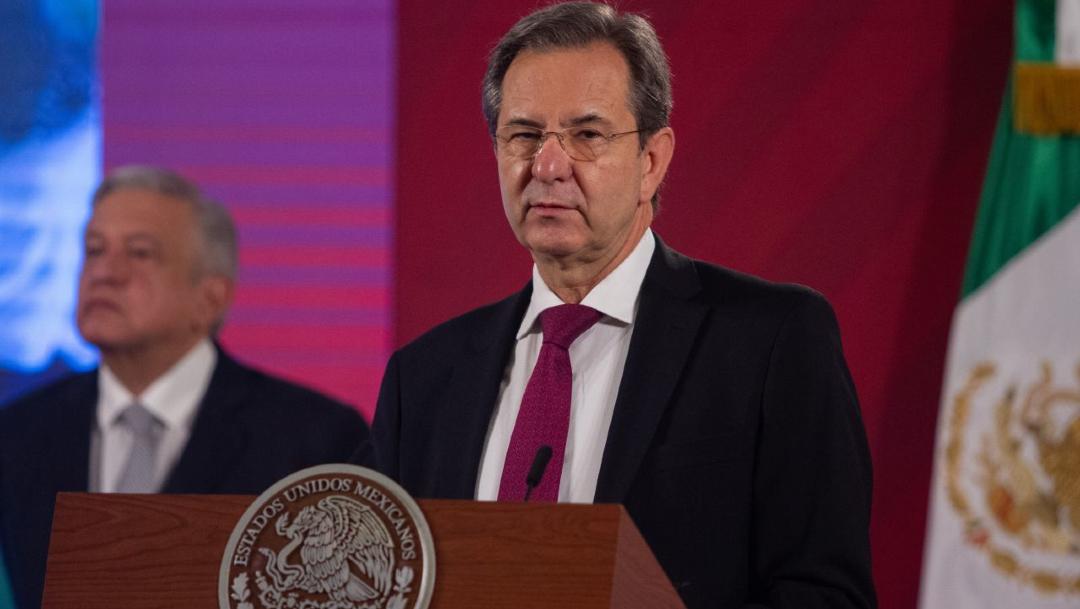 Andrés Manuel López Obrador, presidente de México, acompañado de Esteban Moctezuma Barragán, secretario de Educación Pública. (Foto: Cuartoscuro)