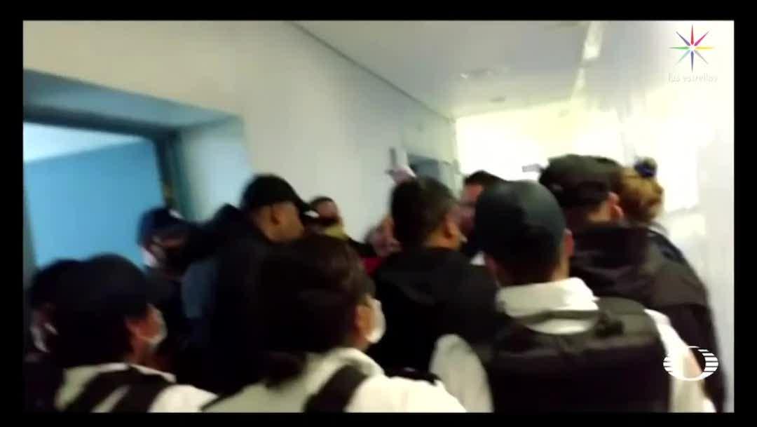Familiares ingresan a la fuerza en Hospital de Ecatepec