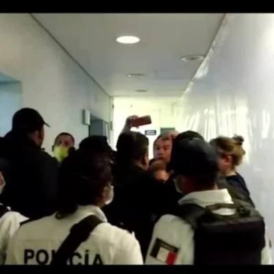 Familiares de pacientes con coronavirus ingresan a la fuerza en Hospital de Ecatepec