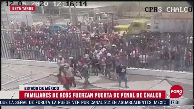 FOTO: familiares de reos intentan entrar al penal de chalco