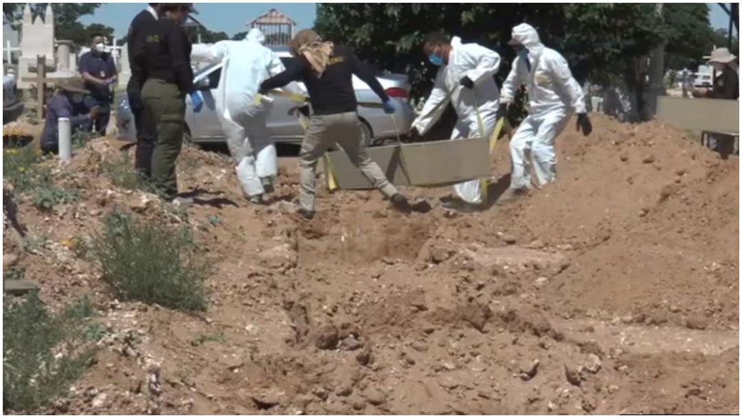 Foto: Varios cadáveres serán sepultados en fosas comunes de Ciudad Juárez, 23 de mayo de 2020 (Noticieros Televisa)