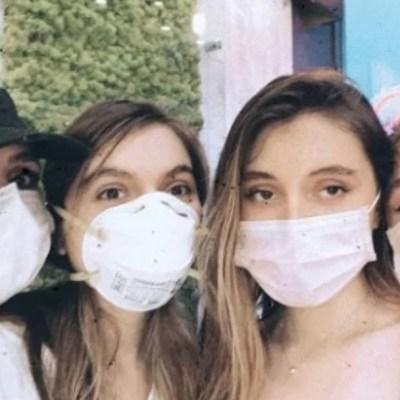 Reaparece Angélica Rivera con cubrebocas en foto con sus hijas
