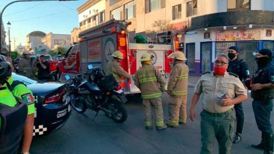 Foto: Hombre se arroja desde tercer piso de hotel en Guadalajara; su cuarto se incendiaba, 20 de mayo de 2020, (@vocesdiario)