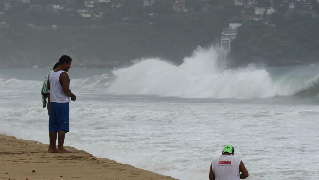 Fotografía que muestra los fuertes vientos provocados por el huracán Max en costas mexicanas. (Foto: Cuartoscuro/archivo)