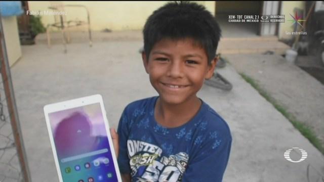 iker nino que hace mandados por 5 pesos recibe tableta para sus clases en linea