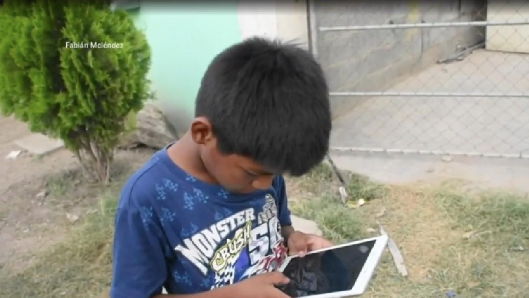 Iker, niño que hace mandados por 5 pesos, recibe tableta ...