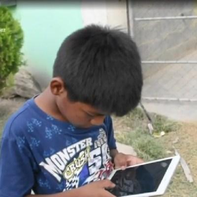 Iker, niño que hace mandados por 5 pesos, recibe tableta para sus clases en línea