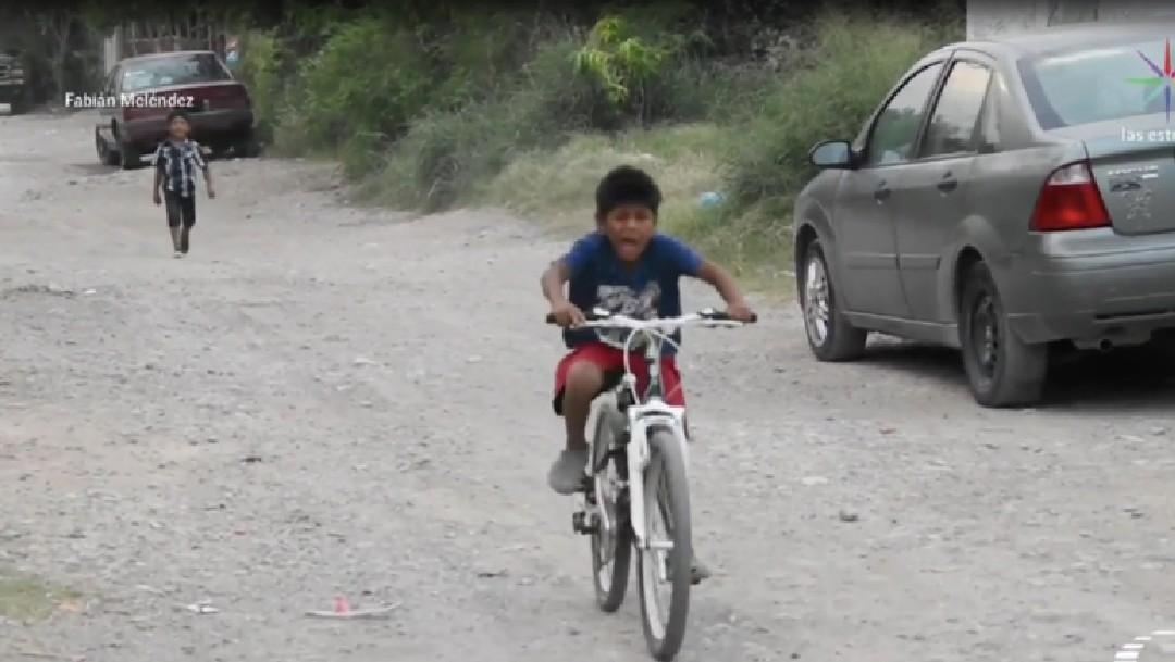 Iker, niño que hace mandados por 5 pesos, recibe tableta