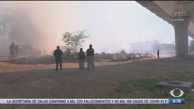 incendio consume locales de venta de muebles en jalisco