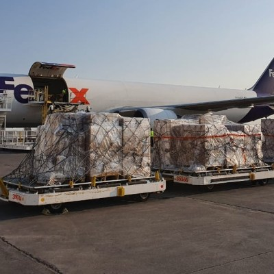 Llegan a México ventiladores comprados a Estados Unidos por coronavirus