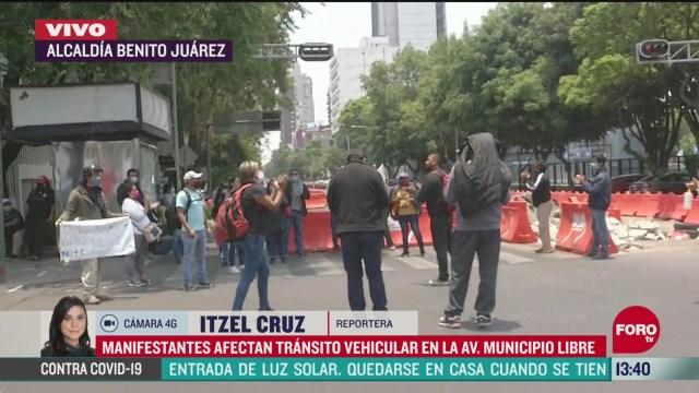 FOTO: manifestantes afectan transito vehicular frente a secretaria de agricultura y desarrollo rural