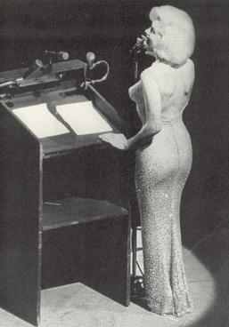 Marilyn Monroe canta Happy Birthday, Mr President el 19 de mayo 1962 a John F. Kennedy, Fotografía de archivo