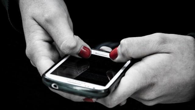 Advierte la policía capitalina sobre falsos mensajes que anuncian erradicación del COVID. (Foto: Getty Images/archivo)