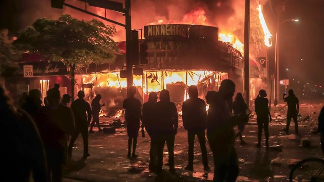 Minneapolis arde por la muerte de George Floyd; las protestas escalan