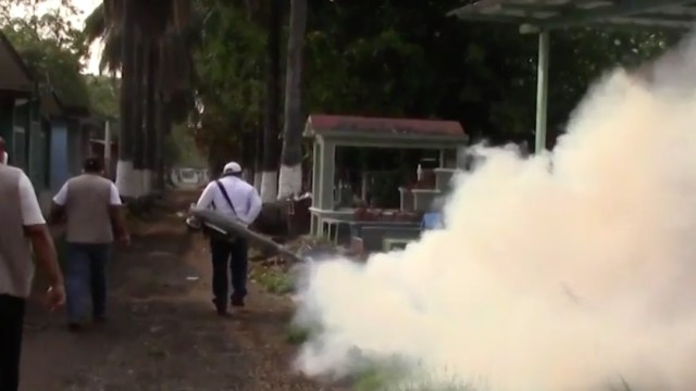 Cierran y sanitizan panteones en Tapachula para prevenir coronavirus y dengue