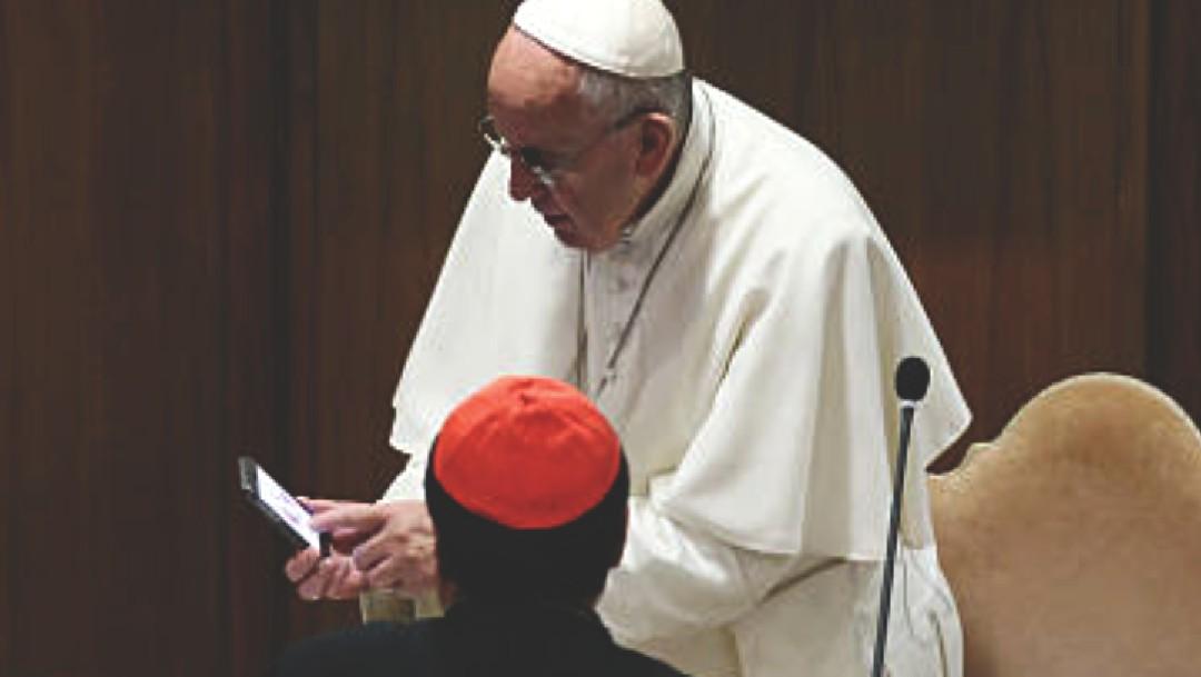 Cura mexicano recibe llamada del papa Francisco en plena misa para saludarlo