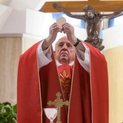 Papa Francisco pide no olvidar a los migrantes pese a crisis por COVID-19
