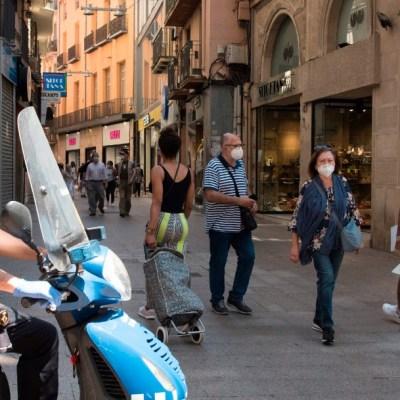 Policía española investiga fiesta con turista con COVID-19