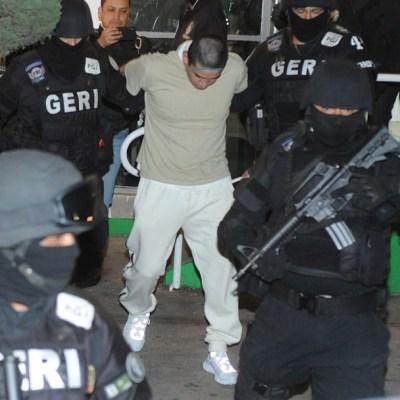 """Policías trasladan al reclusorio a Óscar Andrés, """"El Lunares"""". Cuartoscuro"""