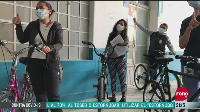 regalan bicicletas a medicos que atienden covid