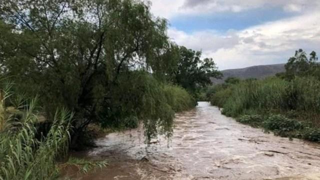 Río Santa María arrastra a siete personas en San Luis Potosí