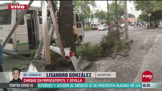 FOTO: 24 de mayo 2020, se registra fuerte accidente entre microbus y auto particular en la colonia portales