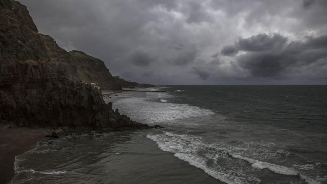 Dos canales de baja presión generan lluvias intensas, rachas de viento y granizo en gran parte de México