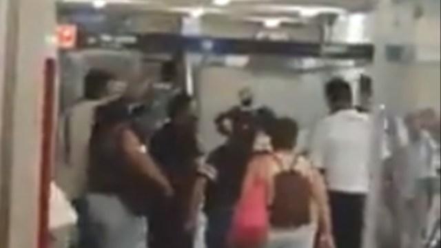 FOTO: Video: Reclamo por no usar cubrebocas genera pelea en Guadalajara, el 20 de mayo de 2020