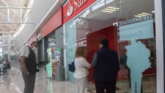 Usuarios de Santander reportan fallas con tarjetas y cajeros