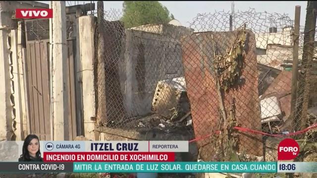 FOTO: vecinos ayudan a combatir incendio en xochimilco