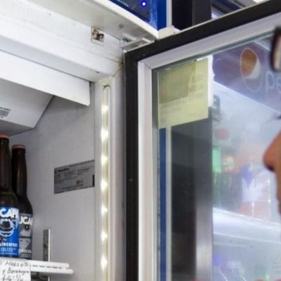 Reactiva venta de cerveza en Sonora y ciudadanos se aglomeran