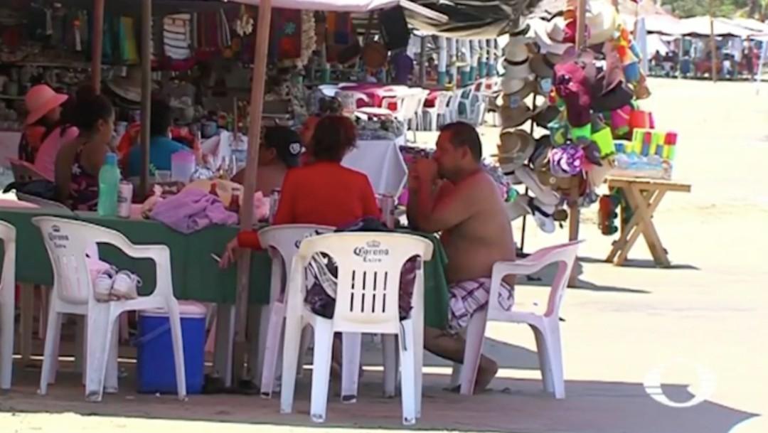 A pesar del semáforo rojo reabren comercios y restaurantes de playa en Manzanillo, Colima