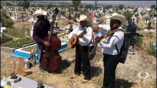 Ante la falta fiestas, músicos buscan trabajo en los funerales
