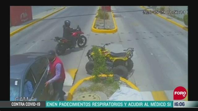 FOTO: asaltan con violencia a automovilista en atizapan edomex