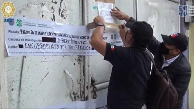Aseguran 41 vehículos en cateos realizados en en la colonia Santa Isabel. (Foto: @FiscaliaCDMX)