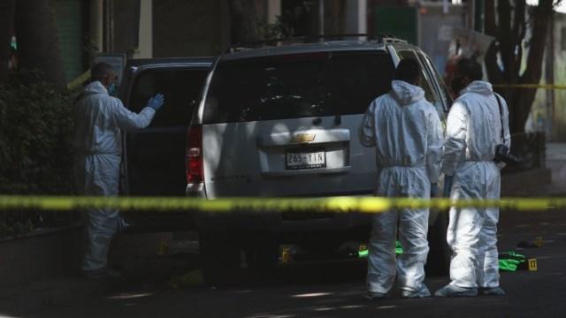 Peritos realizan trabajos en el lugar del atentado contra Omar García Harfuch, secretario de Seguridad de la CDMX