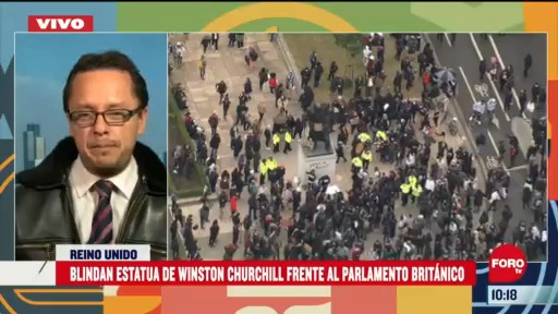 blindan estatua de winston churchill frente a parlamento britanico