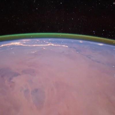 ¿Qué es el brillo verde alrededor de Marte?
