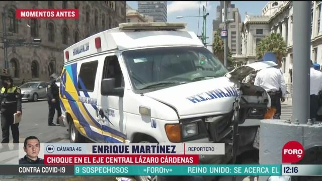 choca ambulancia contra auto particular en el eje central cdmx
