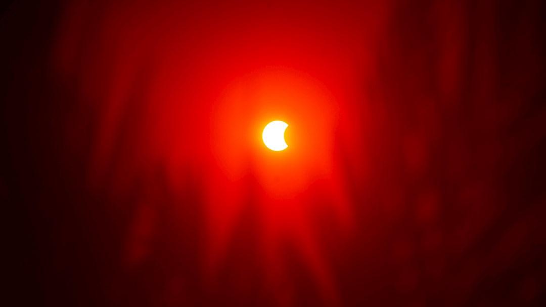 Vista de un eclipse solar anular parcial visto desde El Cairo, Egipto. (Foto: EFE)