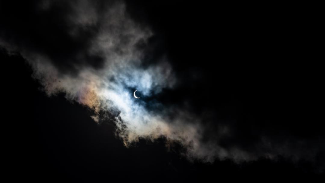Vista del eclipse solar parcial en Hong Kong hoy 21 de junio de 2020. (Foto: Getty Images)