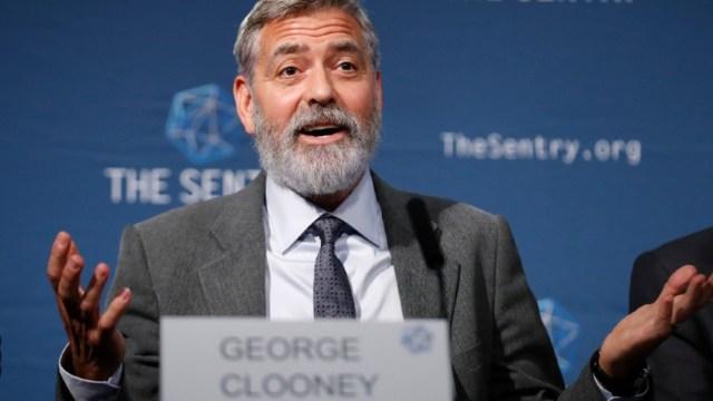 El actor y activista estadounidense George Clooney habla en una conferencia de prensa en Londres. (EFE/archivo)