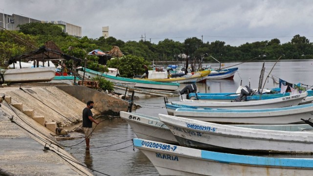 Lanchas de pescadores paradas en un puerto en Campeche. Cuartoscuro