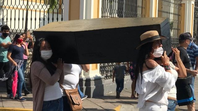 Marchan en Colima para exigir justicia y paz